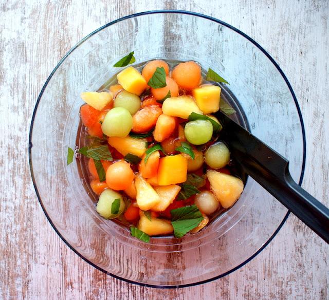 macedonia,sałatka owocowa,jak zrobić prawdziwą sycylijską sałatkę owocową,zdrowa sałatka,drink z owocami,Sycylia, włochy,