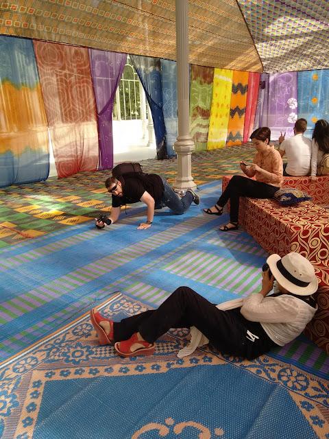 Tuiza, la cultura de la jaima, palacio de cristal, parque del retiro, instalación, verano, fotografia, descanso, relax, voa gallery, sombra, yvonne brochard,