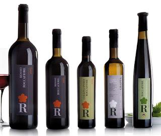 diseño de botella y etiqueta de vino.