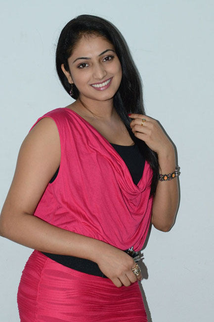Superb Haripriya looking rosy latest photo gallery