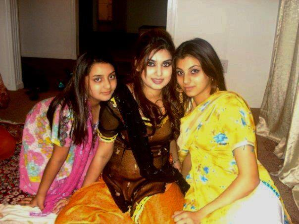 desi-girls-at-home