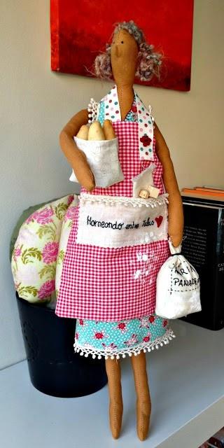 Muñeca panadera elaborada con algodón