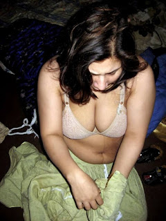 Desi Bhabhi in Panties