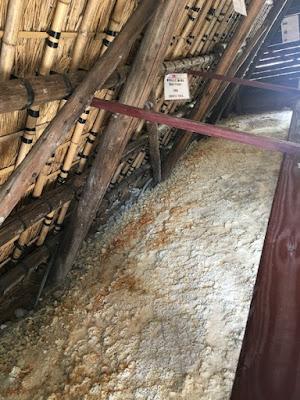 湯の花小屋の内部