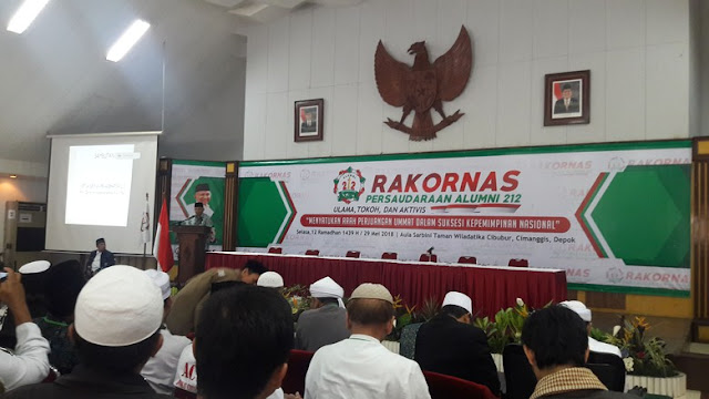 Suasana Berubah Panas, Di Rakornas PA 212 Amien Rais Tunjuk Tunjuk Foto Jokowi : Pemimpin Ini Akan Dilengserkan Allah