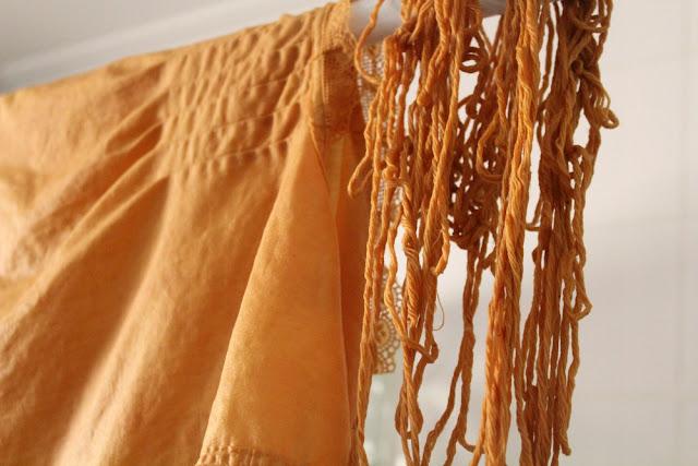 tela teñida con pieles de cebolla