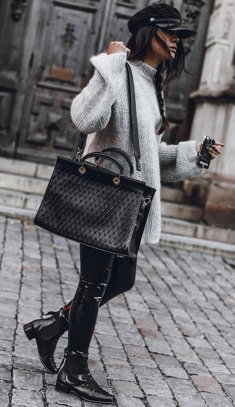 cozy fall outfit idea / black hat + bag + oversized sweater + skinnies + leather over knee boots
