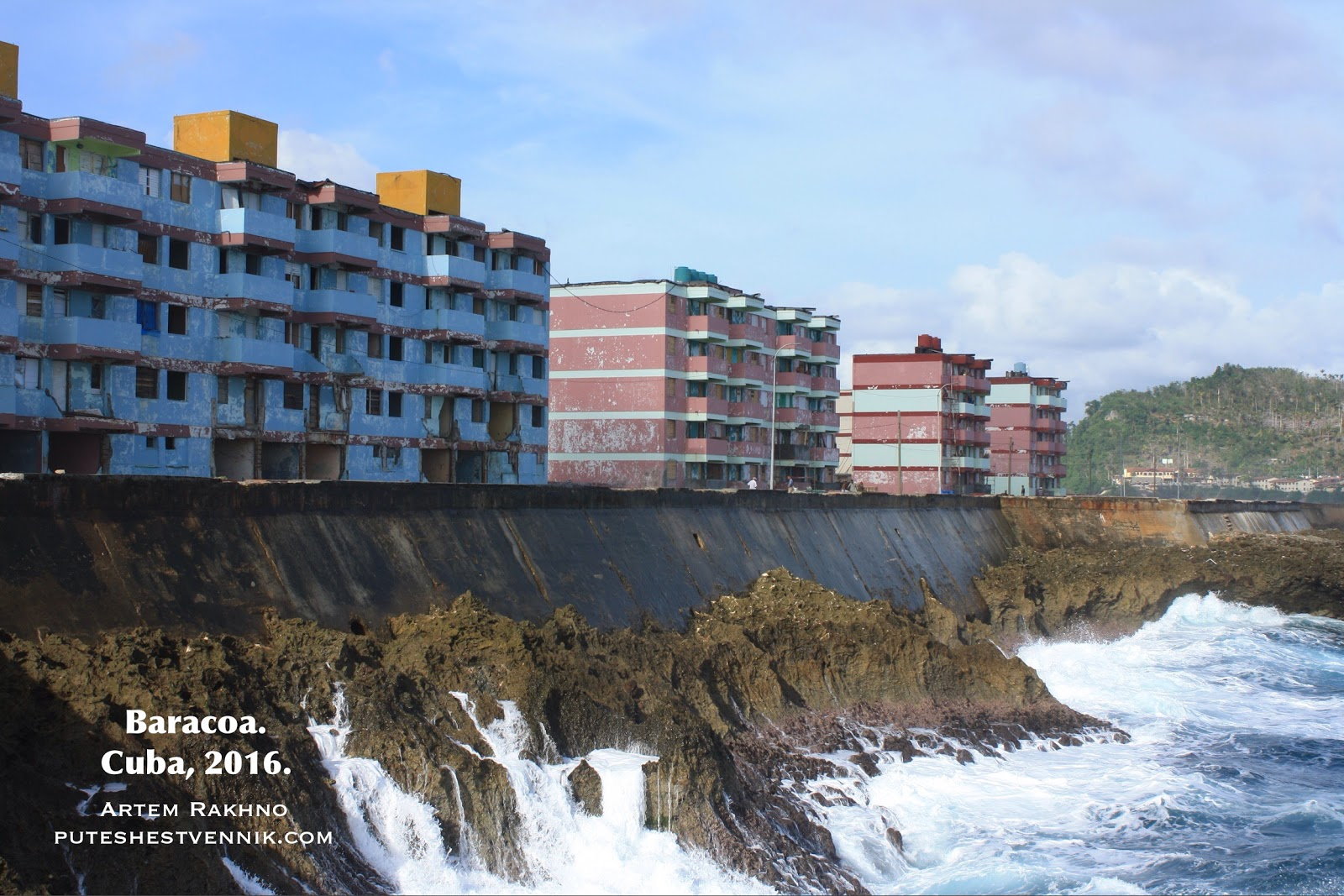 Жилые дома на берегу океана на Кубе