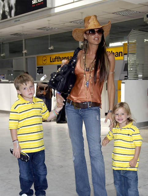 CELEBRITY STYLE TRANSFORMATION Victoria Beckham at the airport with jeans and cowboy hat