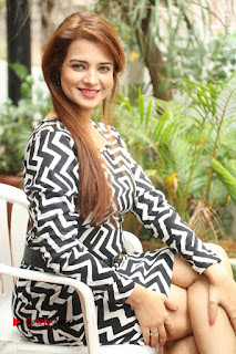 Actress Saloni Latest Pos in Short Dress  0201.JPG
