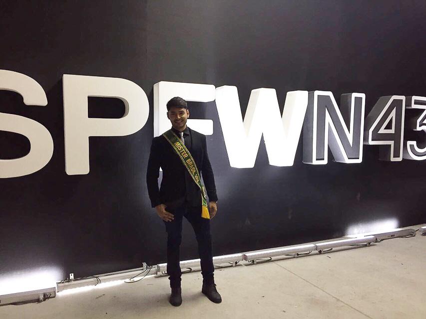 Willian Herculano, o Mister Brasil 2016, marca presença no SPFW - Foto: Divulgação