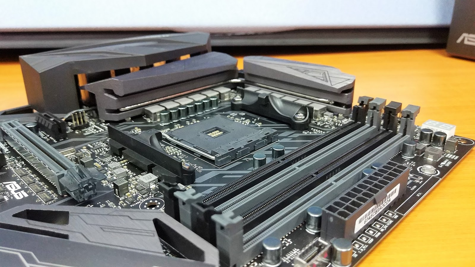A look at the ASUS ROG CROSSHAIR VI HERO Motherboard - The