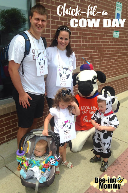 Chick-fil-a cow day, Chick-fil-a cow appreciation day, Chick-fil-a cow day costume, cow costume, cow sign, easy costume, last minute costume, DIY cow costume, DIY cow sign, Chick-fil-a, Chick-fil-a free food, Chick-fil-a cow day costume, Chick-fil-a cow day costume idea, easy cow costume, Halloween, cow, dairy cow costume, dairy cow, cute costume, easy costume, family of 5 costume, family costume, group costume