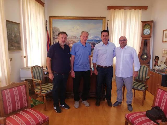 Συναντηση του Προέδρου της Διεθνούς Ομοσπονδίας Χάντμπολ Δρ. Μουσταφά Χασάν με τον Δήμαρχο Ναυπλιέων