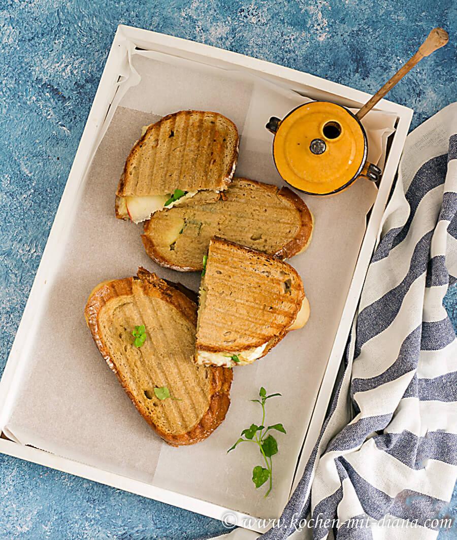 Panini mit Brie und Pfirsiche