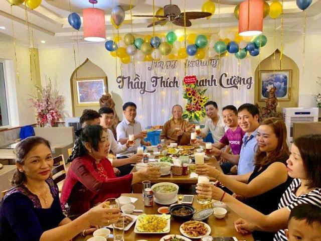 Hình ảnh trong lễ sinh nhật của sư thầy