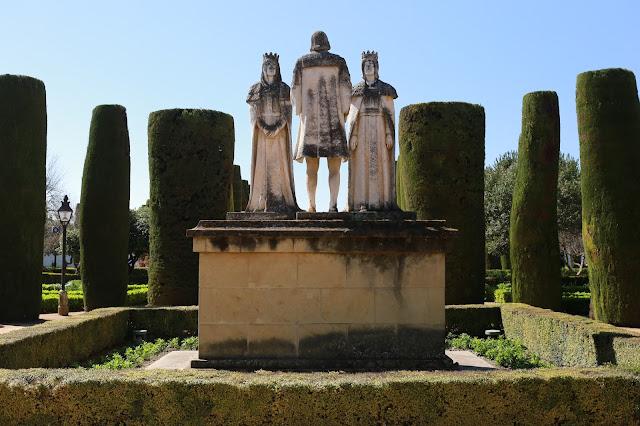 Estatuas de los reyes Cristianos en los jardines del Alcázar de Córdoba