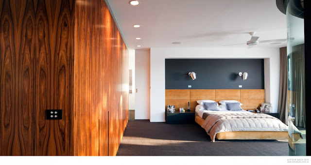 Contemporary bedroom in the River House by MCK Architects