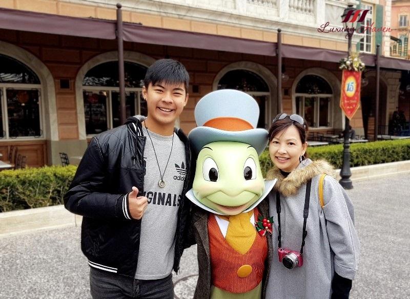 tokyo disneyland resort character greetings jiminy cricket