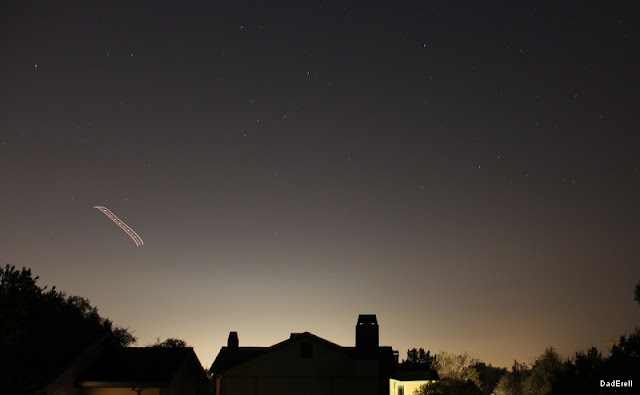 Avion dans un ciel de nuit en Californie