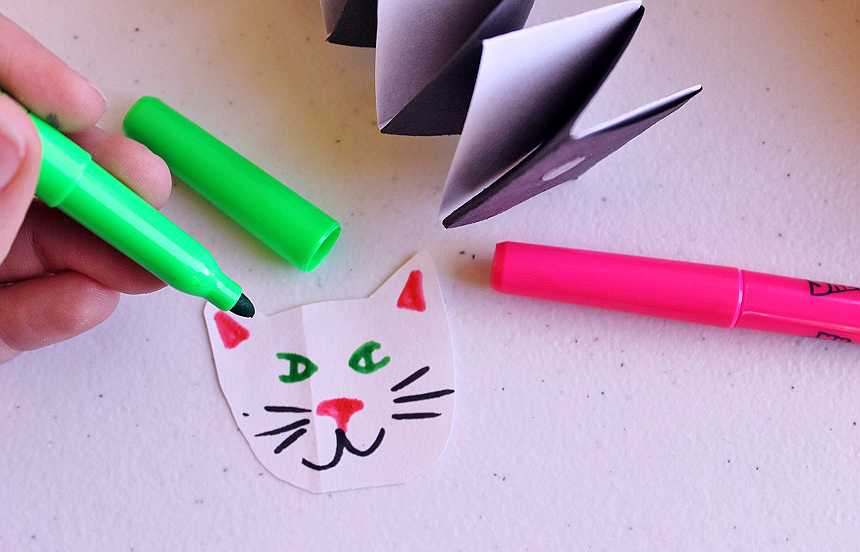 Simple accordion paper craft pets project for kids.