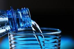 Inilah, Cara Minum Air Mineral yang Benar