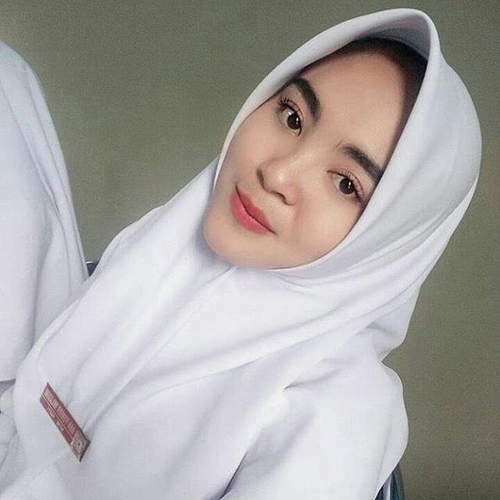 Mahasiswi Perawat Jilbab cantik dna manis