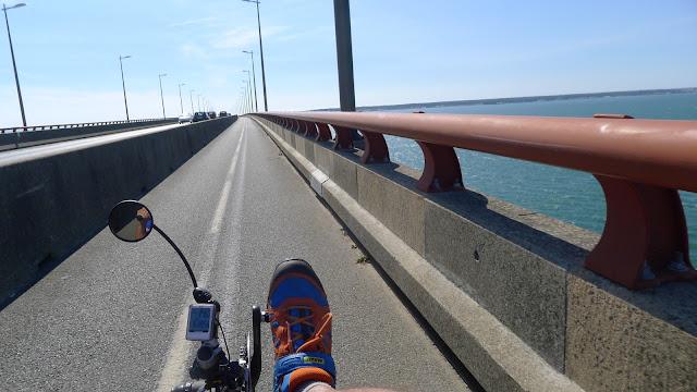 De Paris à la Rochelle en vélo couché, sur le pont de l'Ile de Ré