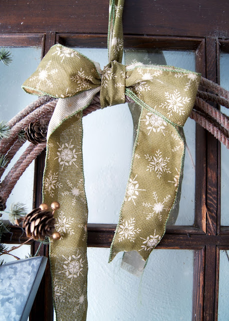 How to Make A Simple Winter Rope Wreath - bow tutorial