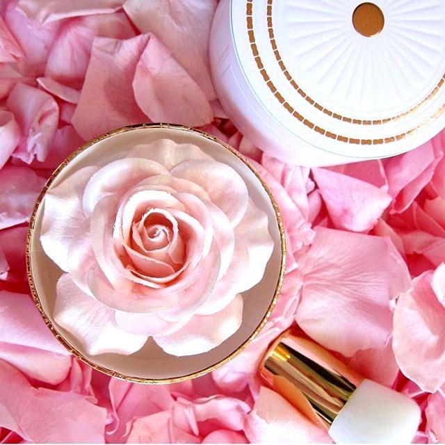 Rose Parisian Powder édition limitée highlighter - Lancôme - Blog beauté Les Mousquetettes