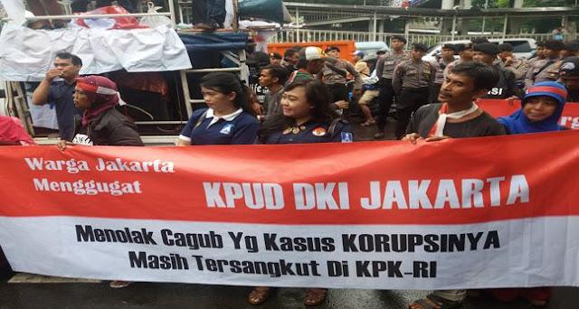 Tolak Pencalonan Ahok, Warga Demo di Depan Kantor KPU DKI