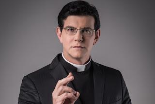 Padre Reginaldo Manzotti sugere que evangélicos crescem por causa de mentiras da teologia da prosperidade; Assista