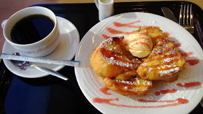 葉山珈琲でフレンチトーストとカフェインレスコーヒーのセット