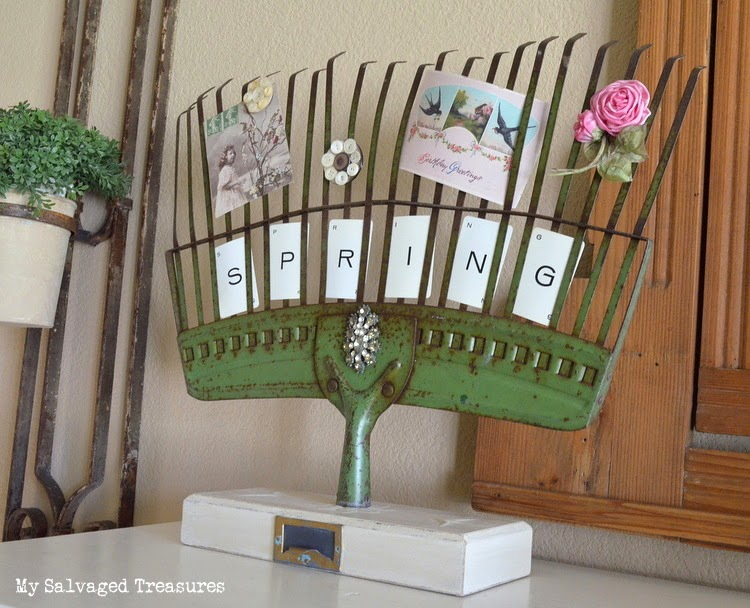 My Salvaged Treasures DIY repurposed rake photo holder