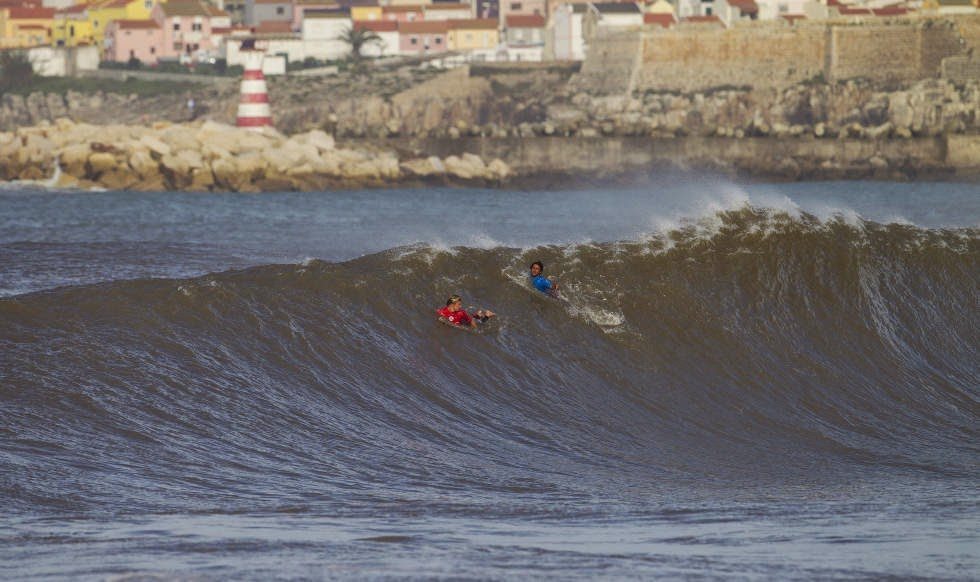 67 2014 Moche Rip Curl Pro Portugal Kolohe Andino and Jeremy Flores Foto ASP Damien Poullenot Aquashot