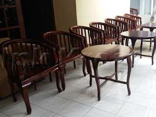 Kursi-dan-Meja-Betawi