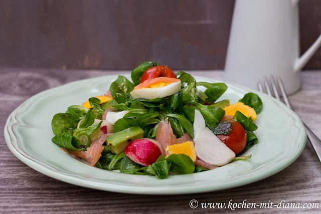 Salat mit Lachs und Avocado