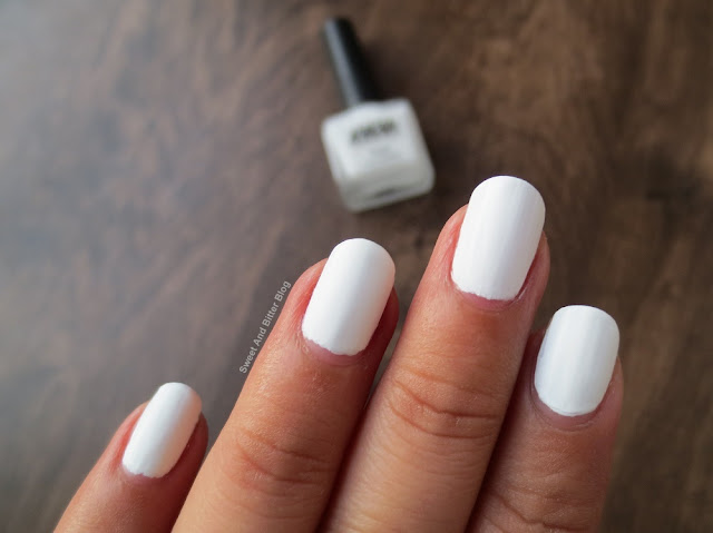 Nykaa While Chocolate Ganache Matte White Nail Polish