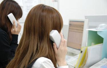 Japoneses contestando el teléfono