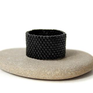 Купить стильные украшения из бисера в интернет-магазине. Купить черное женское кольцо на палец. Черное мужское кольцо купить.
