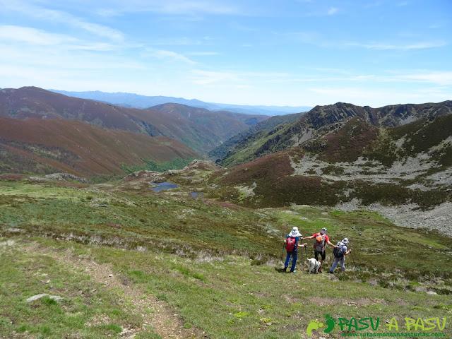 Ruta al Mustallar: Bajando a las lagunas de Vilousa