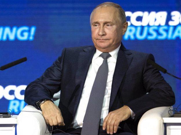 Πούτιν: Προεκλογικό παιχνίδι του Ποροσένκο η κρίση στην Αζοφική