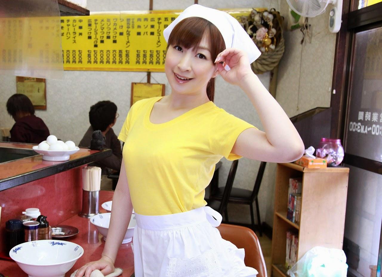Kellnerin Mimi Asuka bekommt gefingert und spielte von boss in einem belebten restaurant