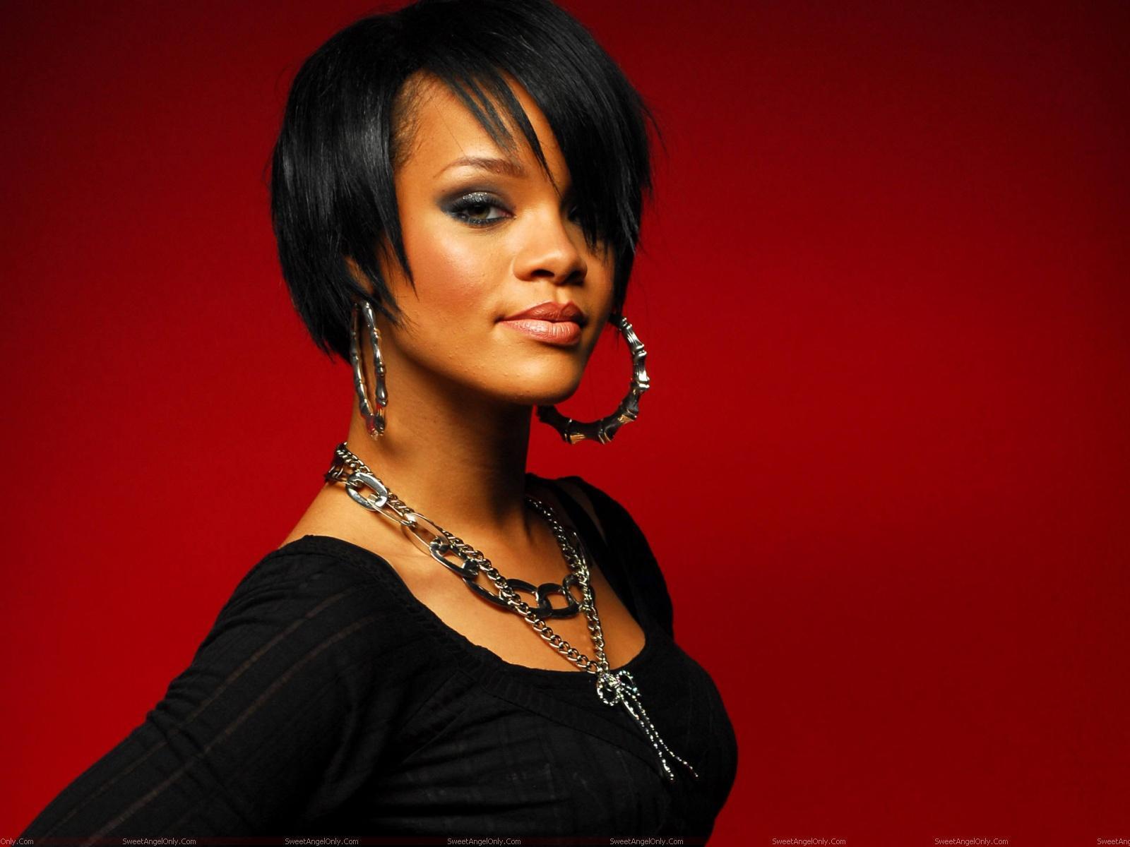 Rihanna: Rihanna Hot HD Wallpapers-1600x1200