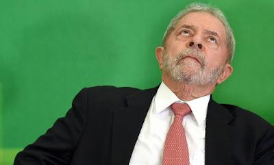 Lula ainda mora no Brasil?