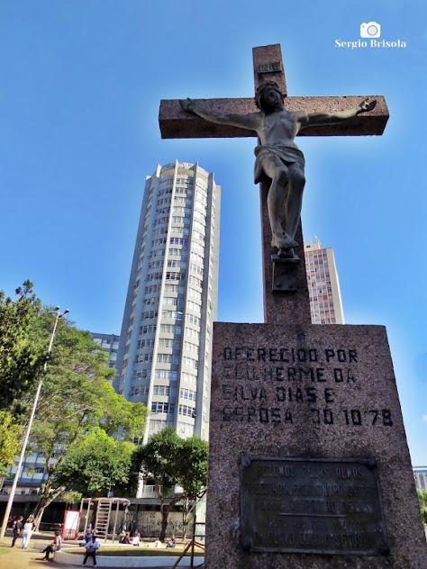 Fotocomposição com o Monumento Jesus Crucificado em destaque - Bela Vista - São Paulo
