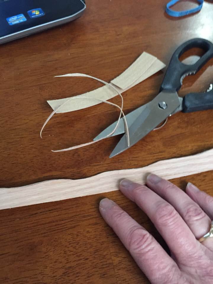 Cut out the pattern with scissors.
