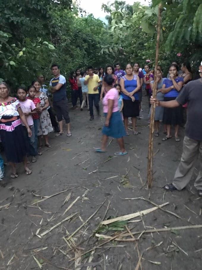 Daños a iglesia en #Petalcingo en el Estado de Chiapas tras fuerte vientos.