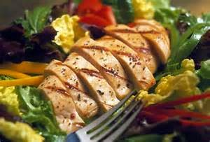 To present a solid chicken high protein diet menu we require a few foodstuffs, for example chicken breast with skin has balanced measures to the whole family, canola oil that will additionally be utilized when flame broiling, paprika red chips, fit salt or dark pepper, to taste new parsley leaves, crisp thyme leaves to taste, lemon and numerous other integral materials. To begin this dish we might first do the cleaning of all nourishment materials by washing with water.