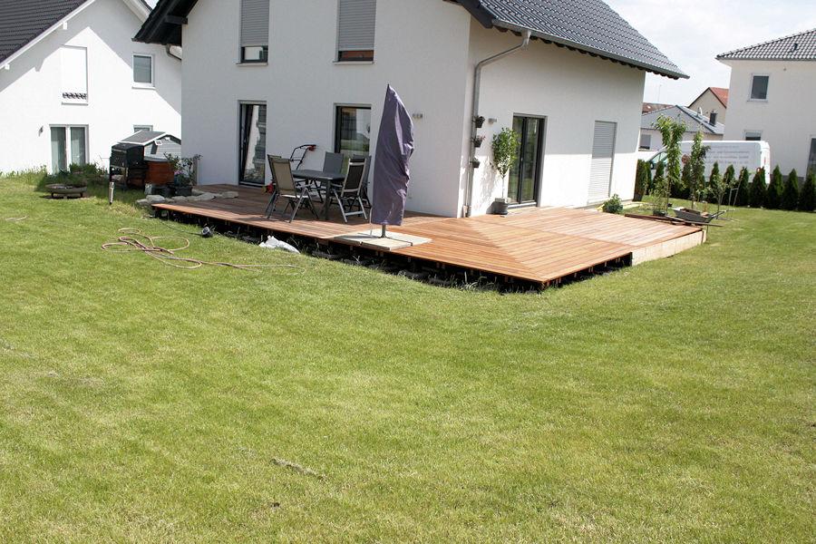 wir bauen ein haus terrassenanschluss. Black Bedroom Furniture Sets. Home Design Ideas